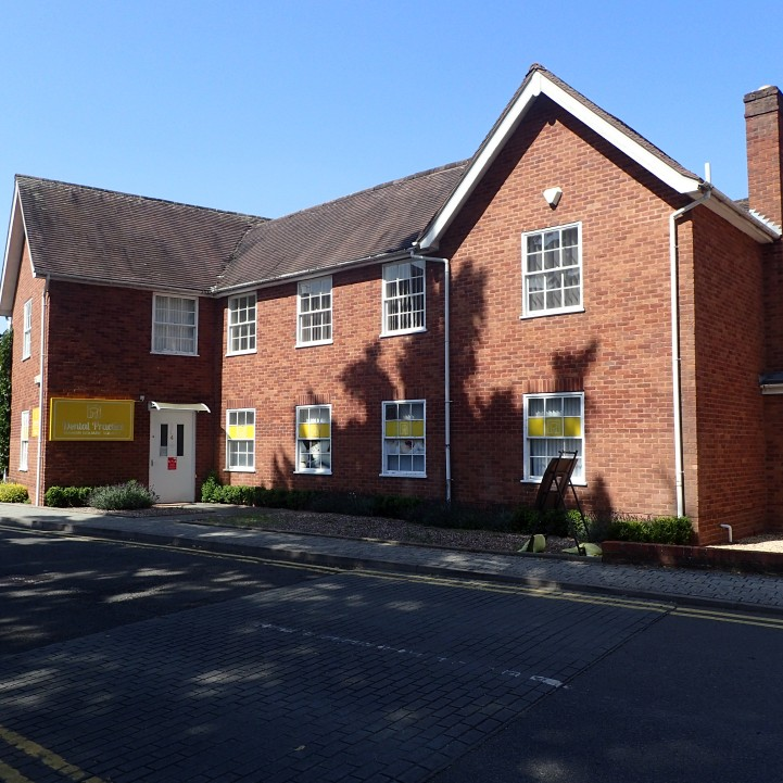 2/6 Manor Square, Solihull, B91 3PX